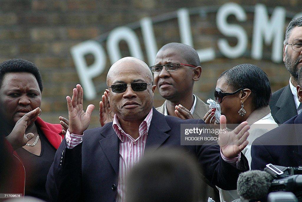 Tony Yengeni, in dark jacket, and sungla : News Photo