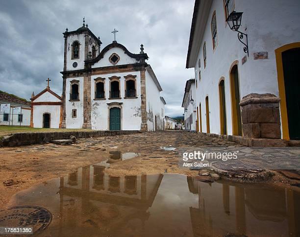 capela de santa rita, an old historic church in paraty. - alex saberi fotografías e imágenes de stock
