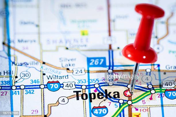 us capital cities on map series: topeka, kansas, ks - kansas kansas state stock pictures, royalty-free photos & images