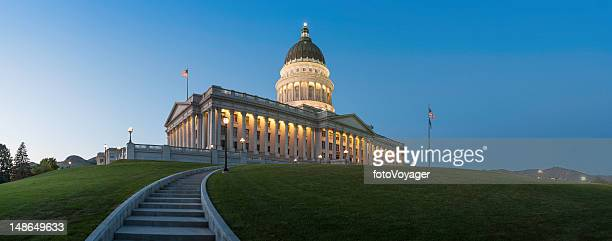 capitol building illuminated at dusk salt lake city utah - neoklassiek stockfoto's en -beelden