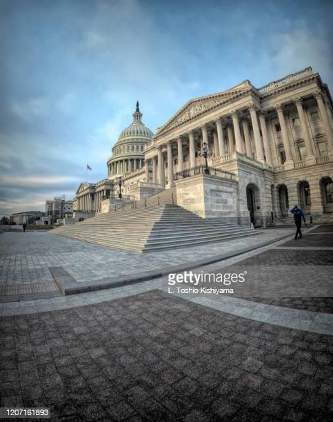 capitol building in washington, dc - kongressversammlung stock-fotos und bilder