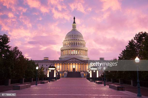 capitol building sunset - washington dc - hauptstadt stock-fotos und bilder