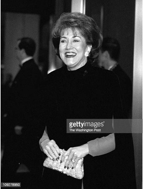 03/21/98 Capitol Hilton Hotel BRIEF DESCRIPTION Arrivals to the Gridiron Dinner Elizabeth Dole head of the Red Cross and wife of Robert Dole...