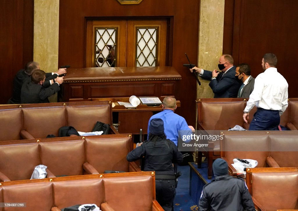 Congress Holds Joint Session To Ratify 2020 Presidential Election : ニュース写真
