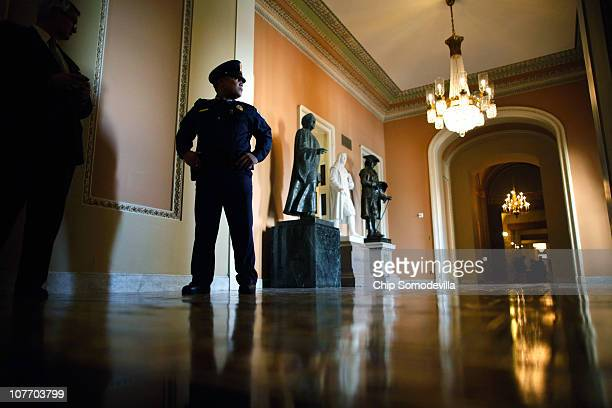 S Capitol Police stand guard outside a closed session of the Senate about the new START Treaty a ratification of a nucleararms treaty with Russia in...