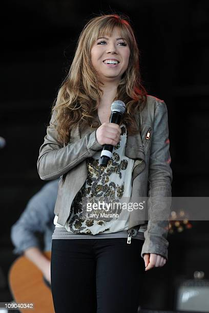 Capitol Records Nashville recording artist and star of Nickelodeon's iCarly Jennette McCurdy performs at Cruzan Amphitheatre on February 12 2011 in...