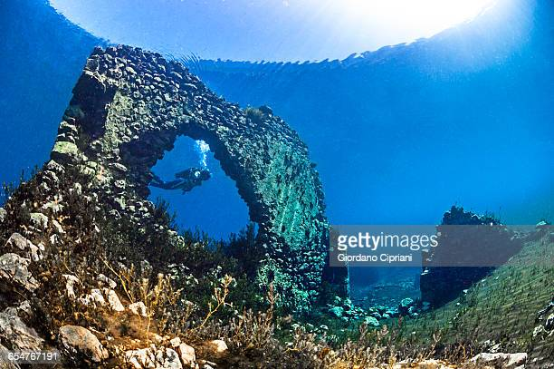capo d?acqua lake - グランサッソアンドラガ国立公園 ストックフォトと画像