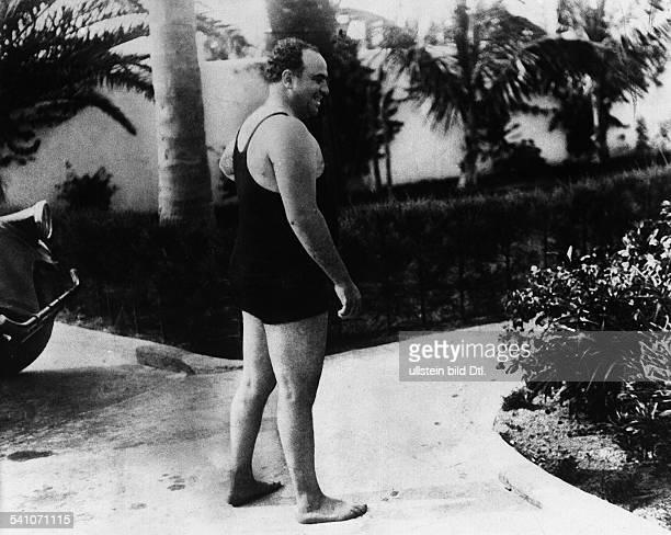 Capone Al *18991947Gangster USAim BadeanzugoJ