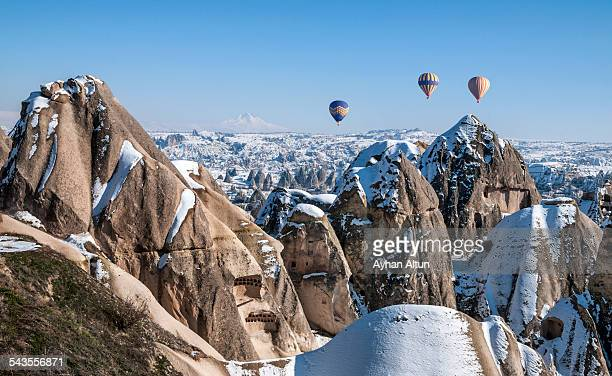 cappadocia hot air ballooning in nevsehir,turkey - turquie photos et images de collection