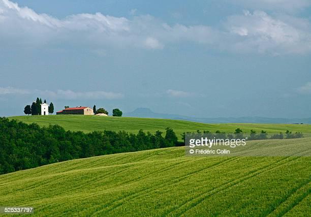 cappella della madonna di vitaleta in tuscany - capella di vitaleta stock pictures, royalty-free photos & images