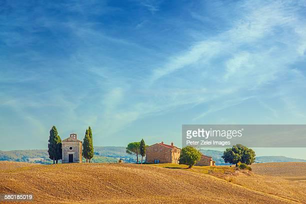cappella della madonna di vitaleta, tuscany - capella di vitaleta stock pictures, royalty-free photos & images