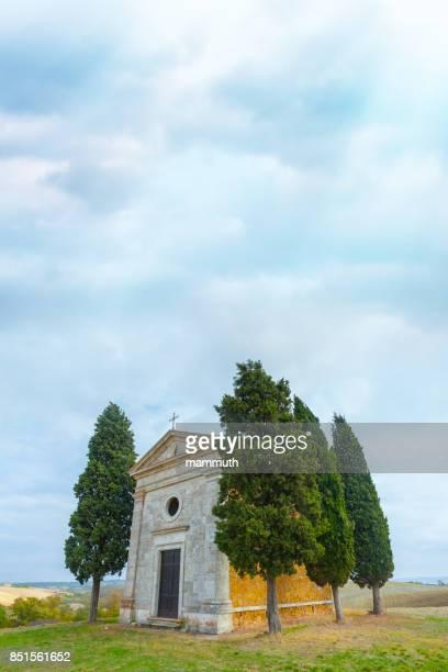 cappella di vitaleta in tuscany, italy - capella di vitaleta stock pictures, royalty-free photos & images