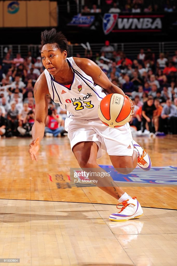 Cappie Pondexter #23 of the Phoenix Mercury drives to the basket against the Indiana Fever in Game Two of the WNBA Finals during the 2009 NBA Playoffs at U.S. Airways Center on October 1, 2009 in Phoenix, Arizona. The Fever won 93-84.