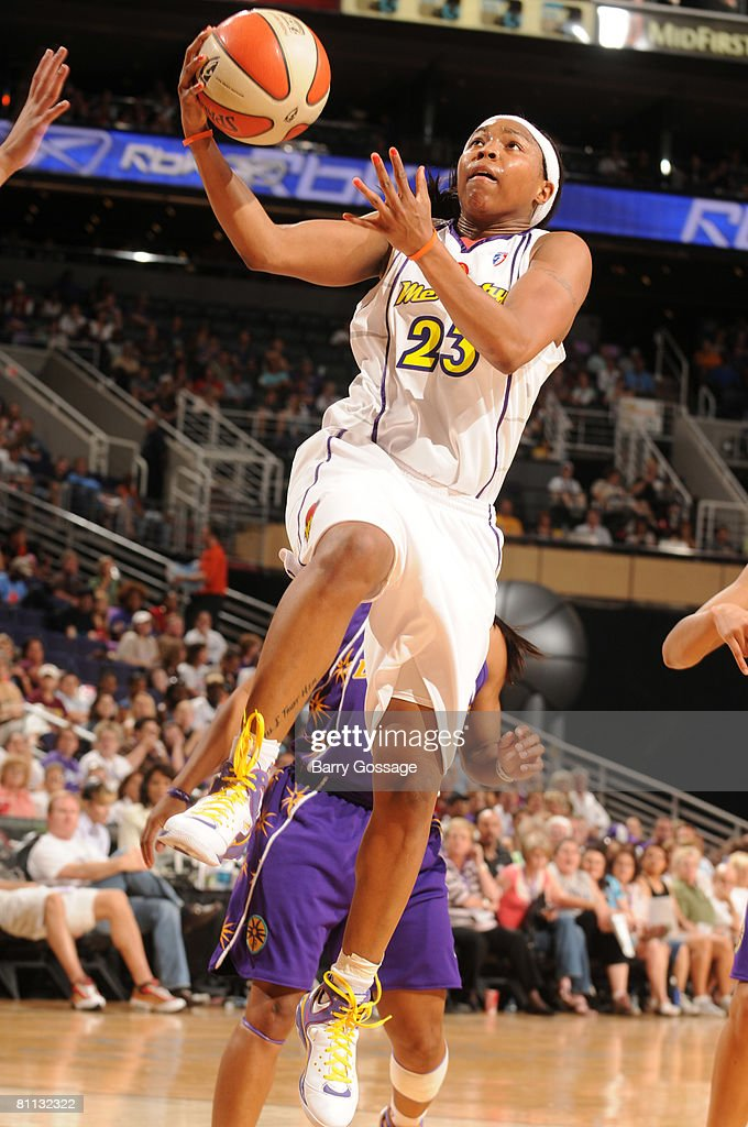 Los Angeles Sparks v Phoenix Mercury : News Photo