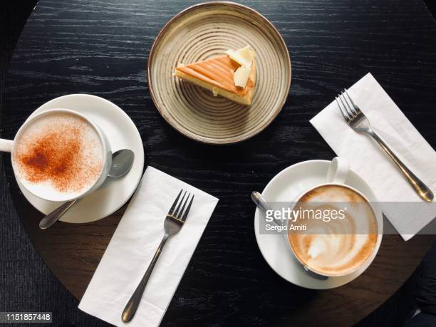 cappuccino with caramel cheesecake - sergio amiti stock pictures, royalty-free photos & images