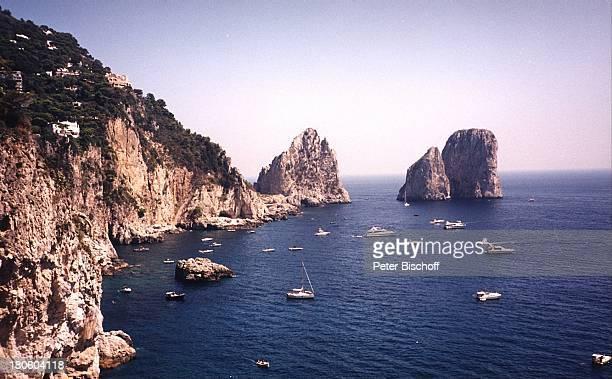 Capri/Italien Europa Felsen im Meer Bucht Reise