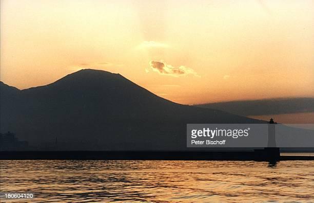 Capri/Italien Europa Hafenanlage Hafen Berge Sonnenuntergang Reise