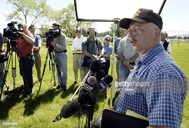 D' ALENE ID MAY 25 Capt Ben Wolfinger of the Kootenai County Sheriff office talks to the media about the death of Brenda K Groene May 25 2005 in...