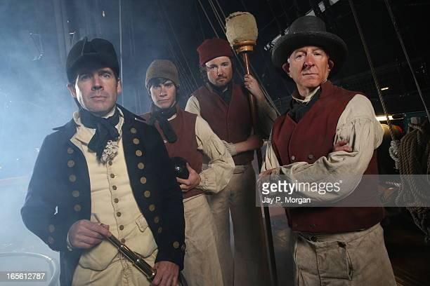 captain and sailors crew, uss constitution - 乗員 ストックフォトと画像