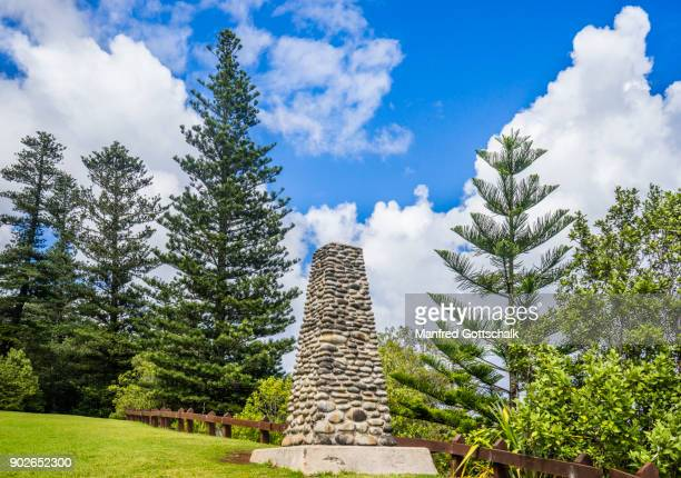 captain cook memorial norfolk island - captain cook stock pictures, royalty-free photos & images