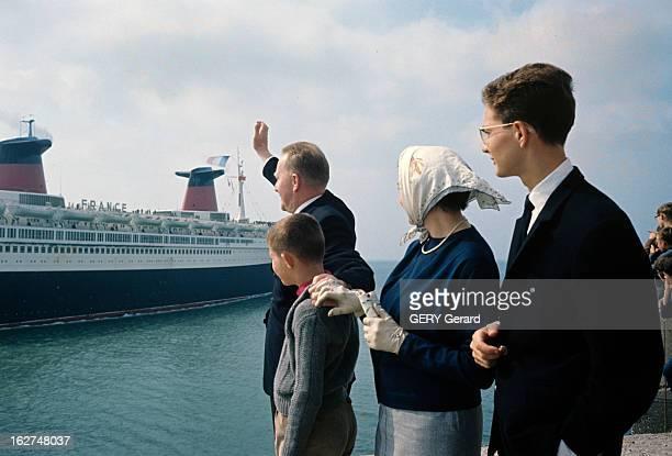 Captain Croisile Says Farewell To Linner France En 1963 à l'occasion de son départ en retraite le commandant CROISILE premier commandant du paquebot...
