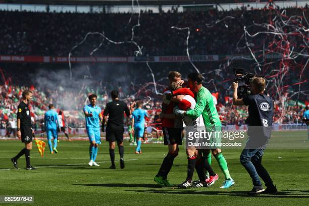 Captain Dirk Kuyt of Feyenoord Rotterdam celebrates with team mates Brad Jones Eljero Elia and Nicolai Jorgensen in front of the home fans after...