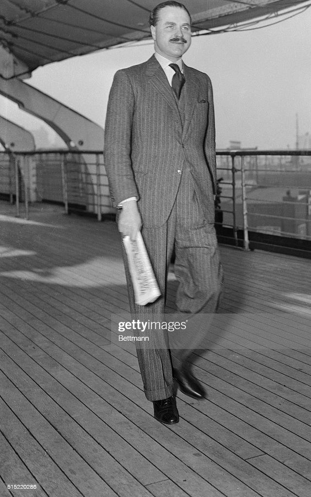 Captain Ernest Simpson on Deck of Ship : Nieuwsfoto's