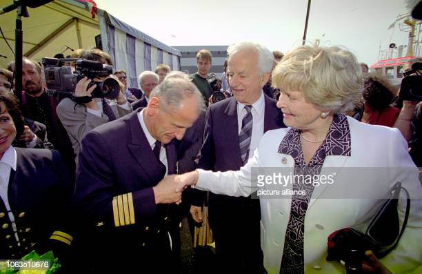 Captain Immo von Schnurbein welcomes formally Marianne von Weizsäcker the wife of the former president Richard von Weizsäcker just before the...