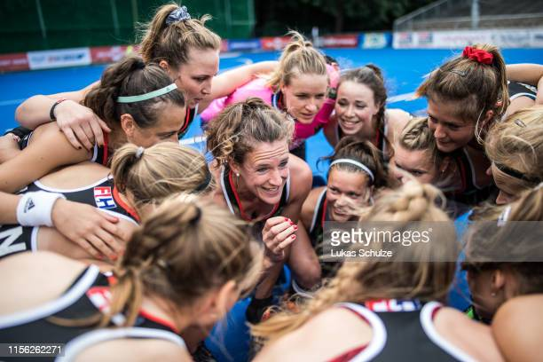 Captain Janne MuellerWieland talks to her team prior to the Women's FIH Field Hockey Pro League match between Germany and Australia at Crefelder...