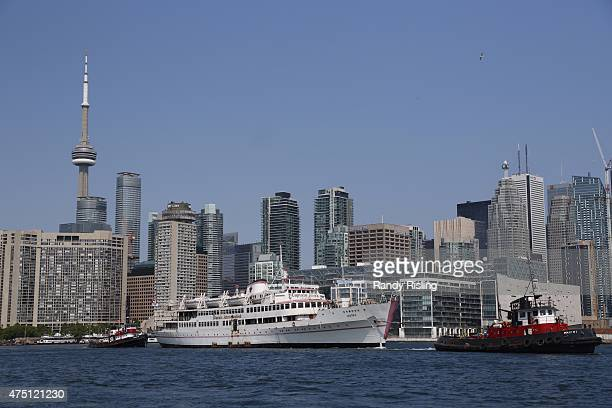 Captain John's leaves Toronto harbour