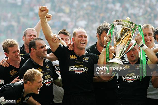 Captain Lawrence Dallaglio of London Wasps celebrates with his team mates after winning the Heineken Cup Final between Leicester Tigers and London...