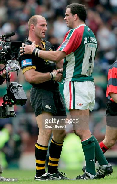 Captain, Lawrence Dallaglio of Wasps shakes hands with Martin Johnson, captain, of Tigers after the Wasps won the Zurich Premiership Final match...