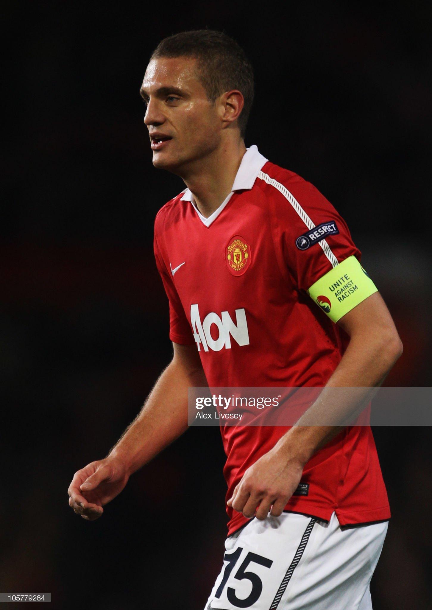 ¿Cuánto mide Nemanja Vidic? - Altura - Real height Captain-nemanja-vidic-of-manchester-unitedlooks-on-during-the-uefa-picture-id105779284?s=2048x2048