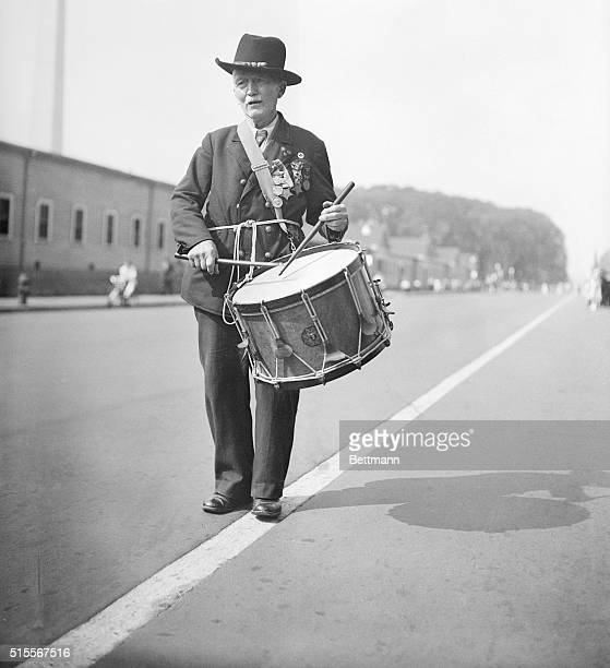 Captain RD Parker age 90 who played a drum at Lincoln's inauguration as he took part in the final parade of the Grand Army of the Republic in...