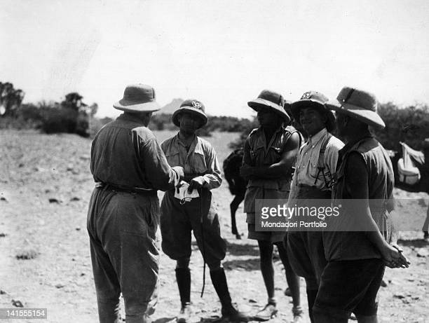 Captain Rossi, lieutenant Gioia and other Italian soldiers discussing among them in the territory of the Garre tribe during the expedition of Italian...