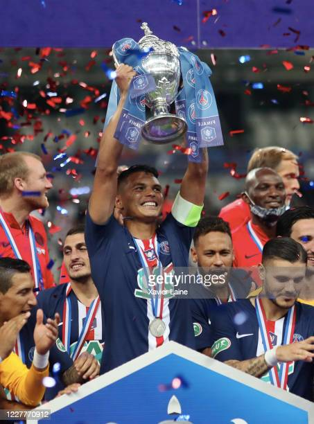 Captain Thiago Silva of PSG lifts the cup with Neymar Jr after the French Cup Final match between Paris Saint Germain and Saint Etienne at Stade de...