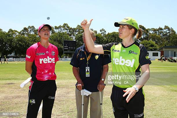 Captains Ellyse Perry of the Sixers and Alex Blackwell of the Thunder take part in the coin toss with match referee Graham Reed during the Women's...