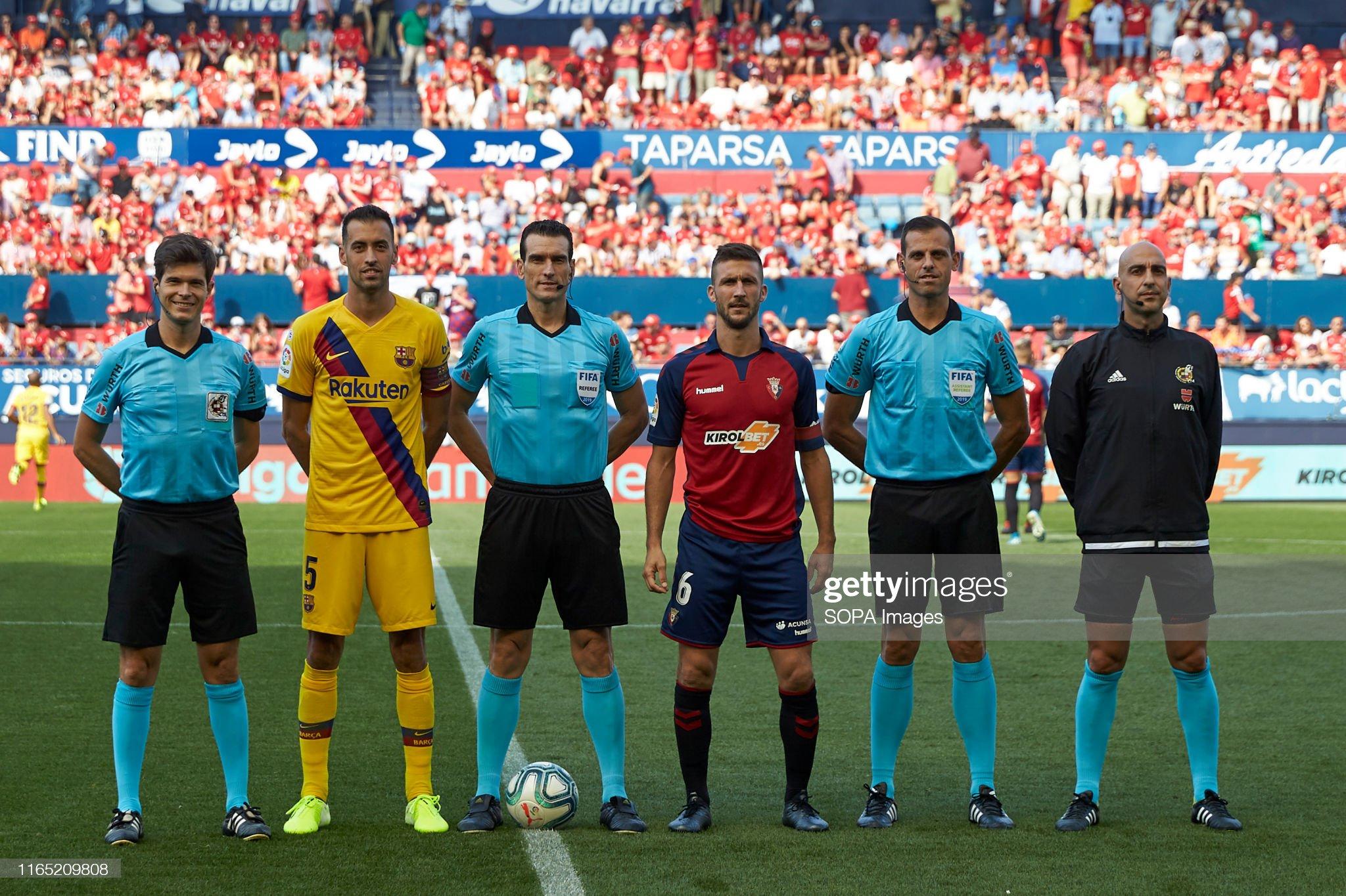 صور مباراة : أوساسونا - برشلونة 2-2 ( 31-08-2019 )  Captains-of-both-teams-and-the-referees-during-the-spanish-la-liga-picture-id1165209808?s=2048x2048