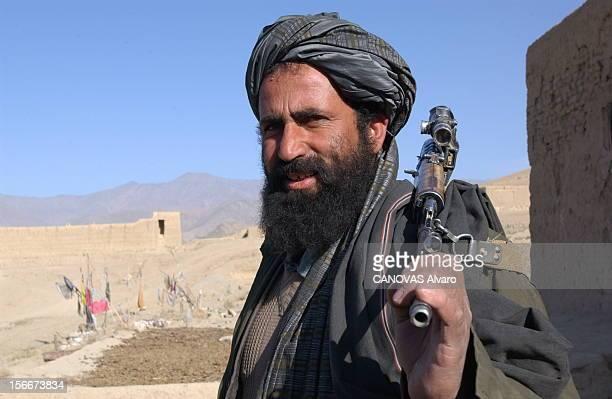 Capture Of The City Of Maidan Shar By The Northern Alliance Forces. La milice talibanne du village de Ziolat, près de MAIDAN SHAR, décide de rallier...
