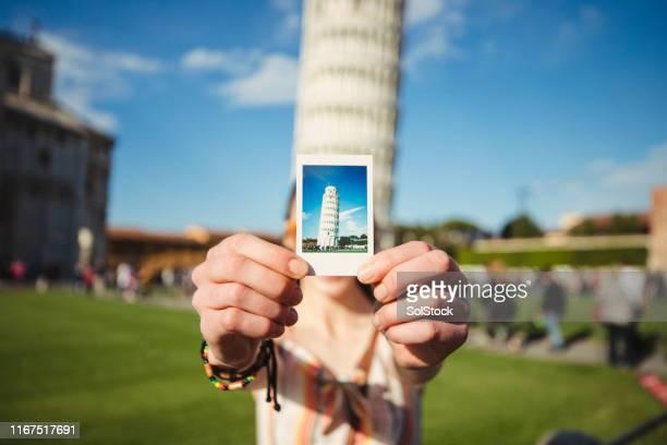 capturing italian culture - torre di pisa foto e immagini stock