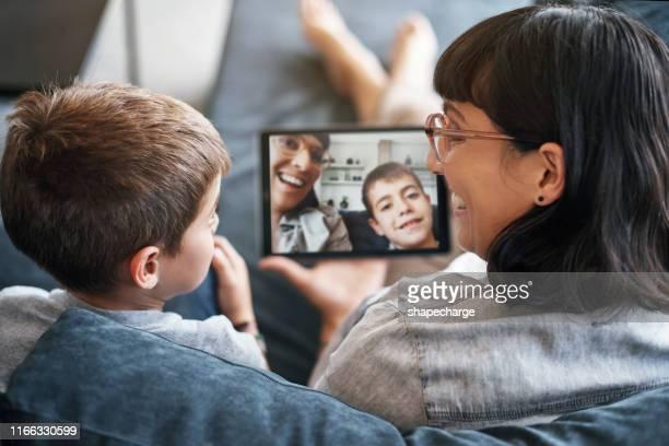 herinneringen vastleggen die een leven lang meegaan - voip stockfoto's en -beelden