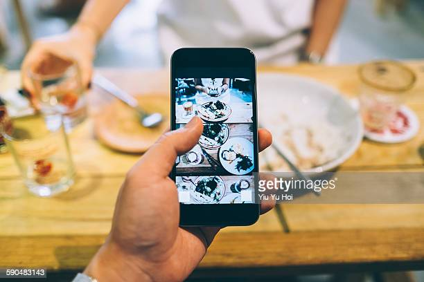 Capturing the meal with smartphone in cafe