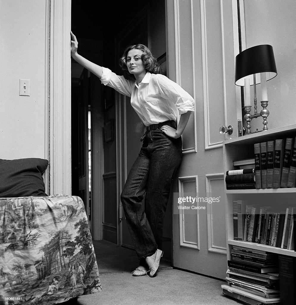 Capucine In The United States. 1er Juillet 1955, Capucine, Mannequin Et  Comédienne Française