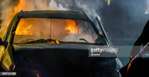 自動車事故 - 燃える ストックフォトと画像