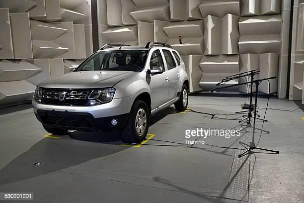 Auto Akustik-tests in einem speziellen Labor
