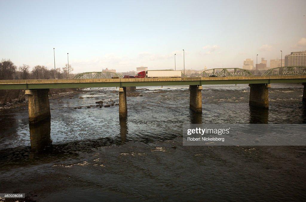 Traffic Crosses The Delaware River In Trenton, New Jersey : News Photo