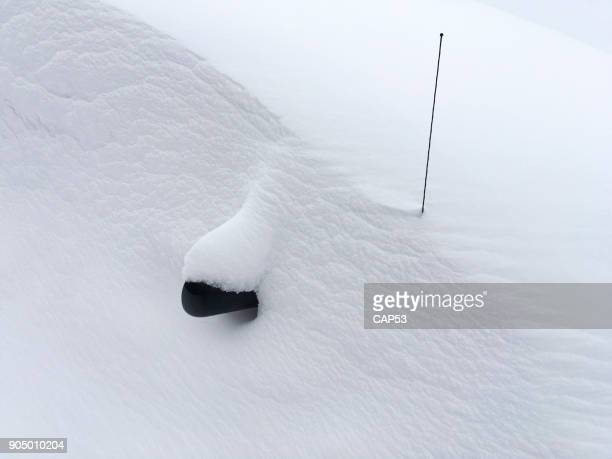 car buried under the snow - deep snow stock pictures, royalty-free photos & images