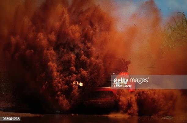 car covered with dirt at cross country race, barretos, sao paulo state, brazil - images stock pictures, royalty-free photos & images