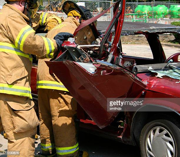 car crash - dead bodies in car accident photos stock pictures, royalty-free photos & images