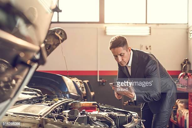 diagnóstico de automóveis em oficina de automóvel! - controle de qualidade - fotografias e filmes do acervo